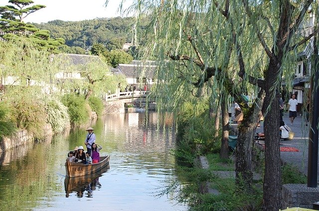 倉敷の川舟流し